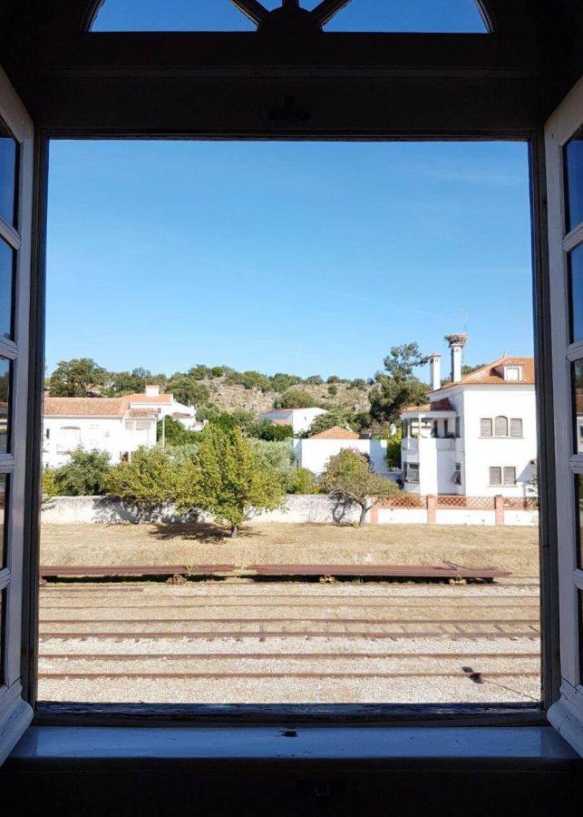 Vista desde la ventana de las vias en el train spot