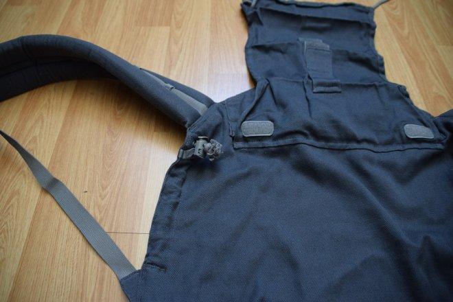 Detalle de ajustes laterales de la mochila P4 Preschool de Lingling d'amour