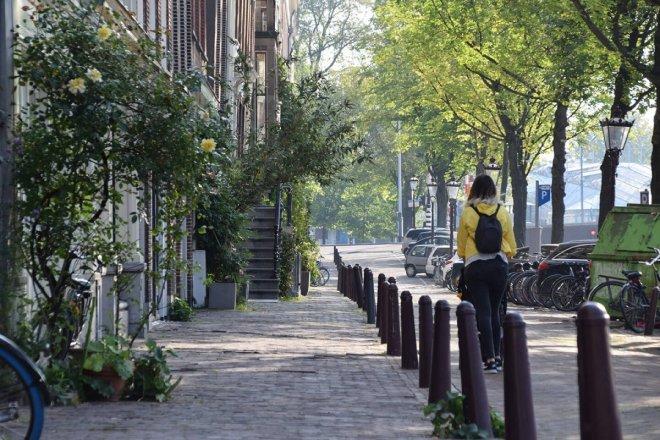 Caminando por las calles del centro de Amsterdam