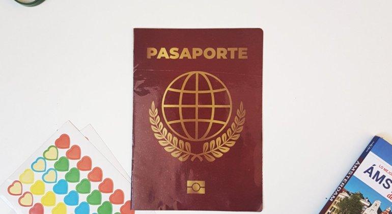 Portada del pasaporte lúdico que he creado para nuestro viaje a Amsterdam y Holanda central