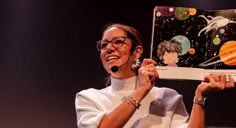fotografía de un taller de isabel cuesta una madre molona realizada por Lourdes Balduque