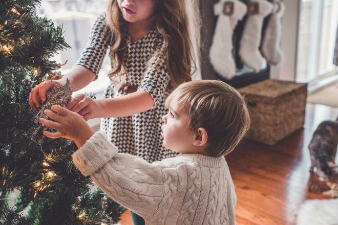 Tiempo en familia para decorar el árbol de Navidad, visitar la aldea de Papá Noel o ver la cabalgata de los Reyes Magos