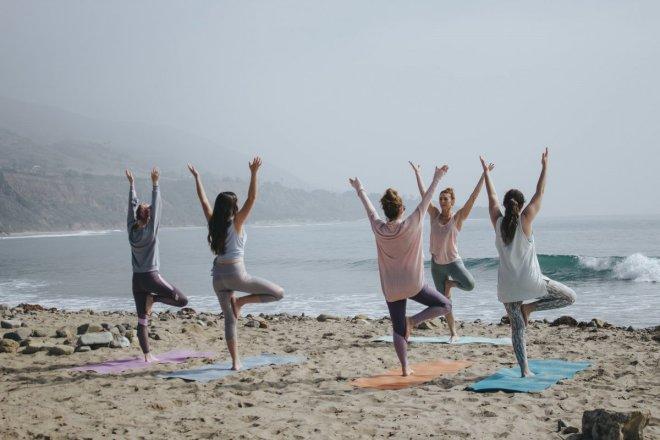 Mujeres practicando pilates, cuidarse para cuidar.