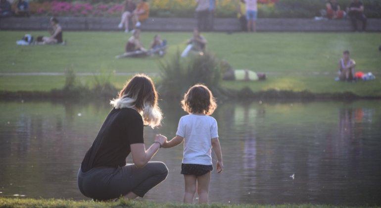 Madre con niña - Mito de la crianza