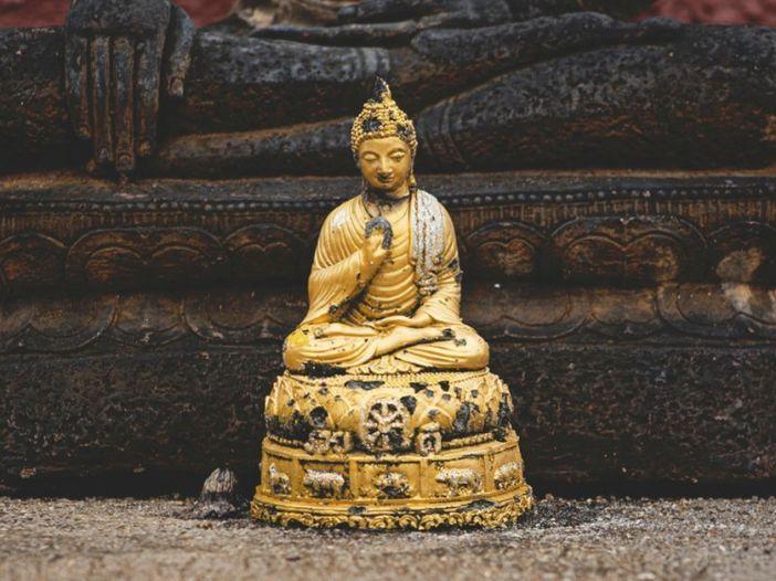 Estatua de Buda dorada