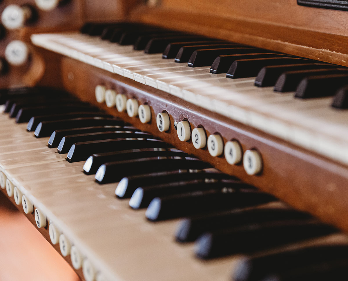 Ten Commandments and Lutheran Music from the Organ Bench