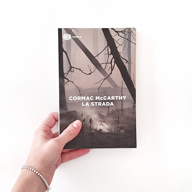 """""""La strada"""" di Cormac McCarthy: la mia recensione"""