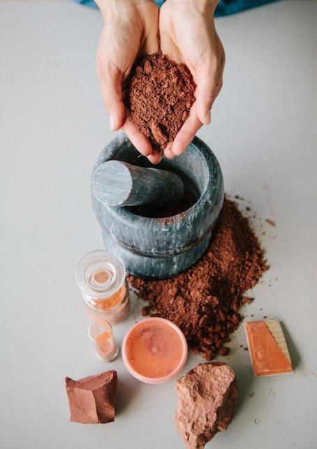 Come prendersi cura di sè dopo gli anta restando in casa