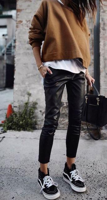 Come indossare i pantaloni in pelle
