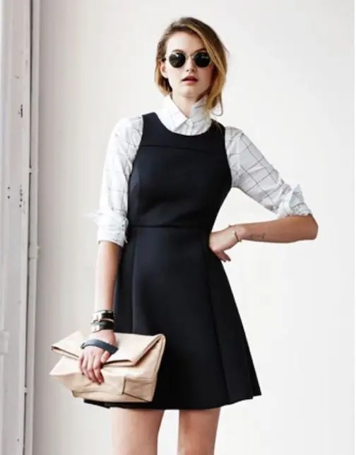 come indossare il tubino nero in modo casual
