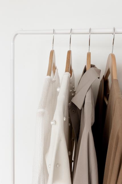 Cos'è la fast fashion? La moda veloce spiegata in modo lento