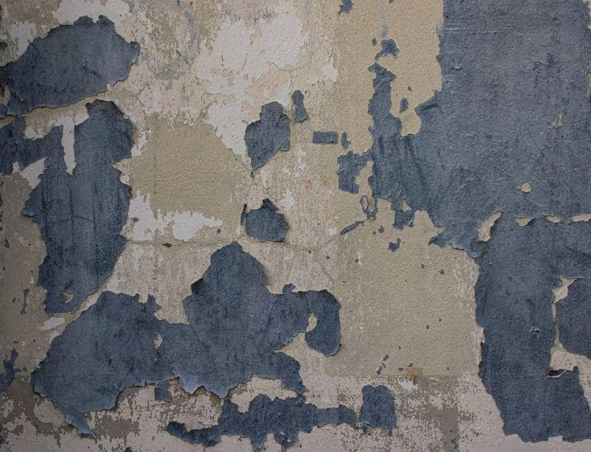 why does concrete discolor