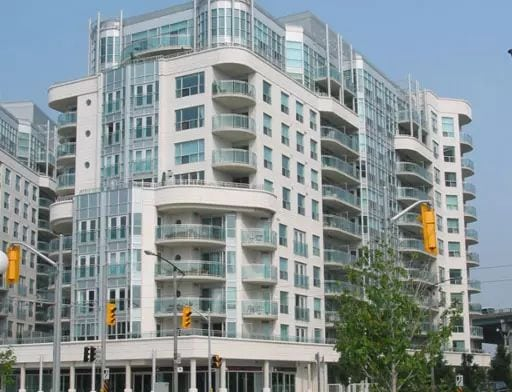 Exterior image of the Queens Harbour Tower I in Toronto