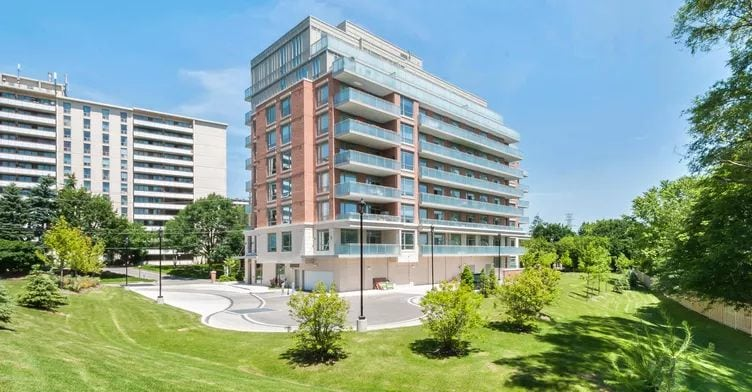 Exterior image of the Willow Park at Bayview in Toronto