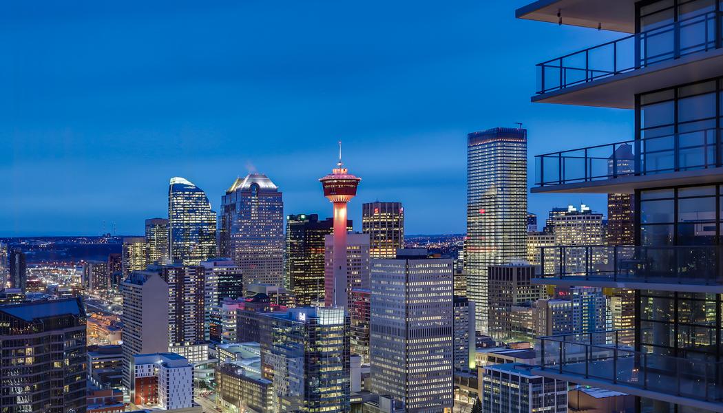 Views of the Toronto skyline at night.