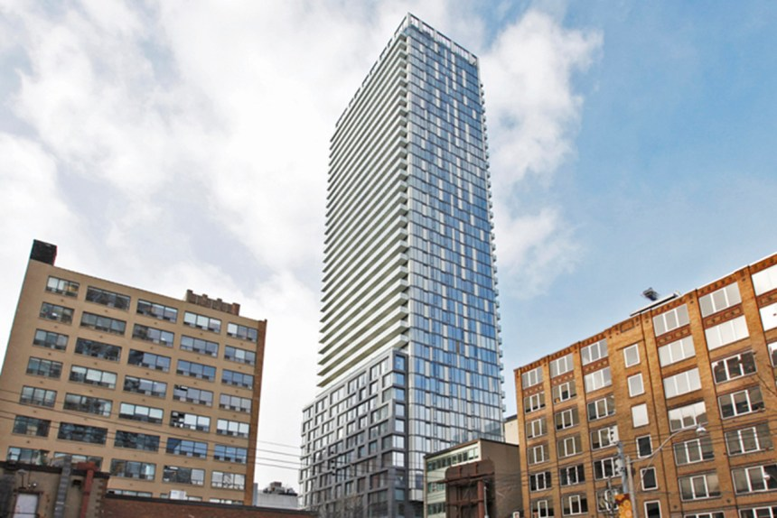Peter street condos picture 08