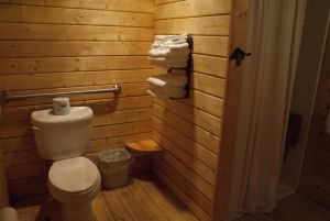 mildew prevention - Bathhouse log cabin