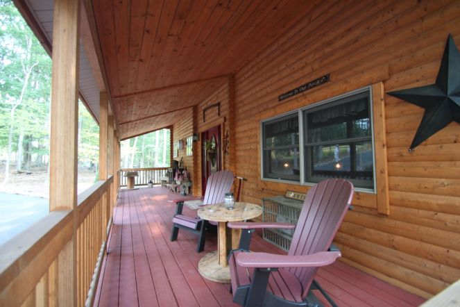 Log home front porch decor