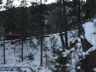 Elk Lodge Bunkhouse by Conestoga in winter