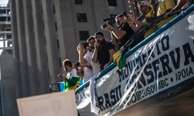 Movimento Brasil Conservador agrega apoiadores de Jair Bolsonaro em manifestações neste dia 25 23