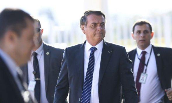 Bolsonaro vai a hospital para visitar policial que sofreu acidente durante escolta 23