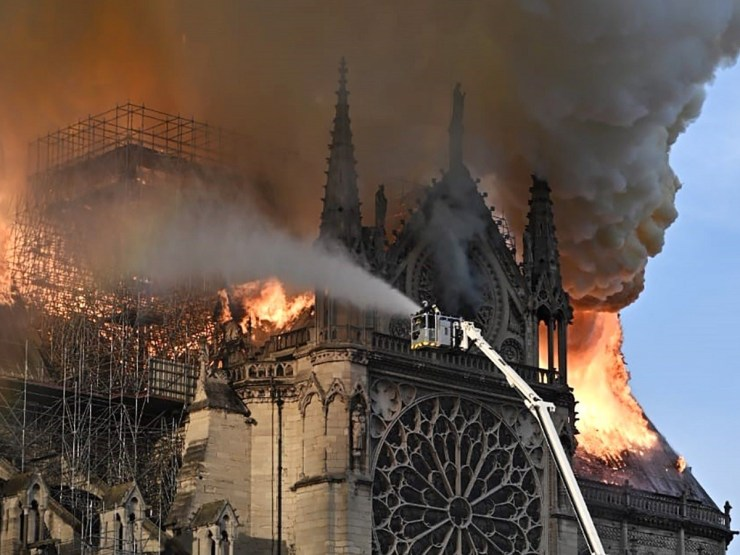 """ANÁLISE: Macron tem razão quando afirma que """"nossa casa queima"""" 16"""