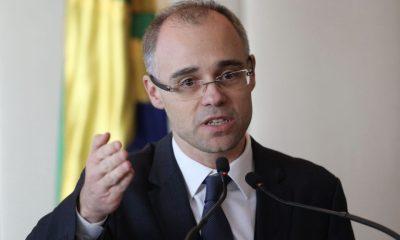 AGU proíbe advogados públicos de exercerem atividades privadas 19