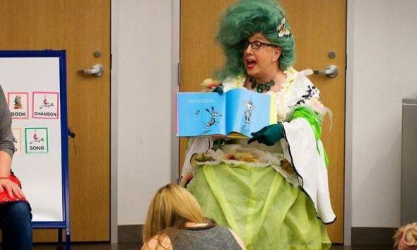 """Escola primária nos EUA testa limite dos pais com """"contadora de histórias"""" drag queen que é prostituta 64"""