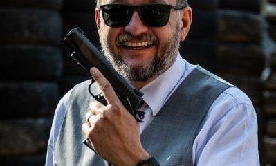 Twitter bloqueia perfil de Bene Barbosa, especialista em segurança, por estar armado em foto de perfil 1