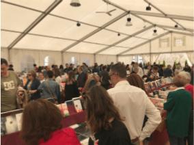 Els primers dies de Fira del Llibre de Castelló omplin de llibres i activitats la Plaça Santa Clara