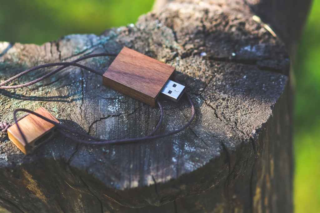 USB on a log