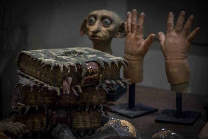 harry-potter-movie-equipment-dobby-hands-books