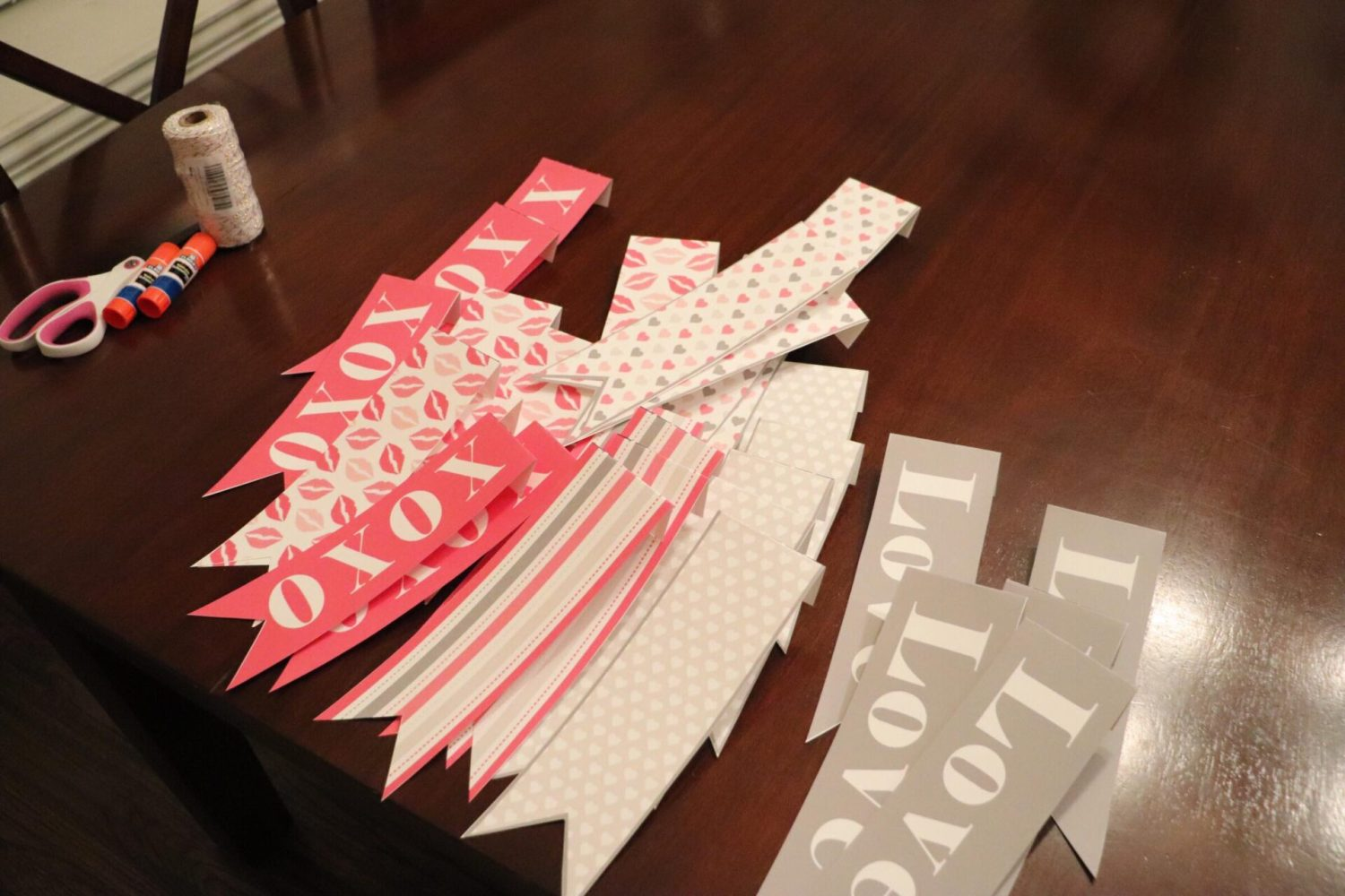 How do you make a Valentine's Day Bunting?