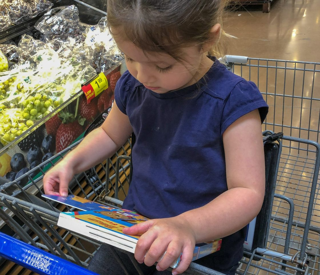 7 Ways to Keep Your Toddler Entertained at the Grocery Store