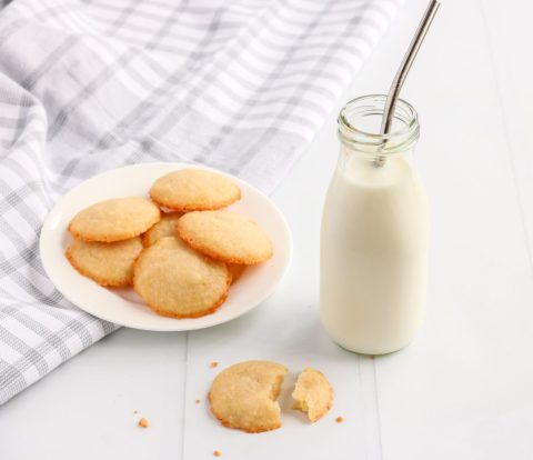 Having a good classic shortbread cookie is a must! This simple delicious vanilla shortbread cookie recipe will make your mouth water every single time!