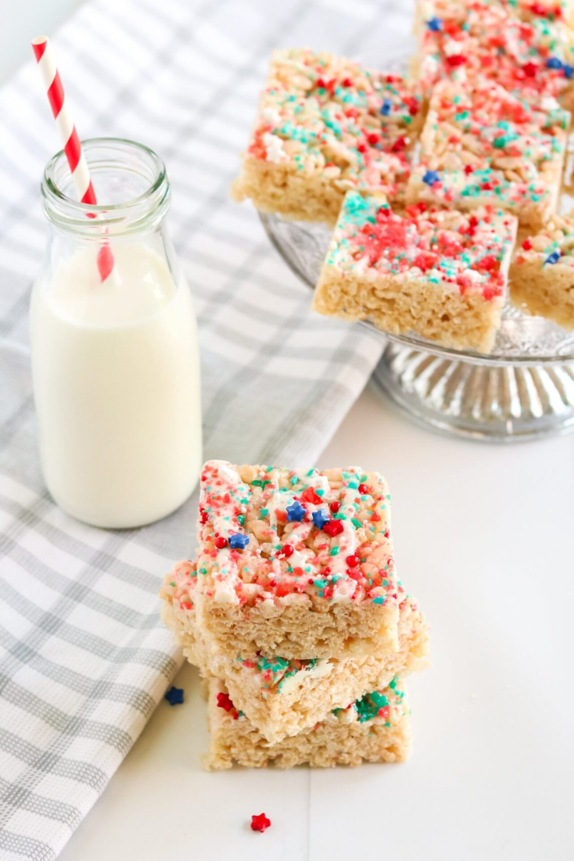 Looking for an easy Fourth of July recipe that will please everyone on the block? Well, check out this super simple Firecracker Rice Krispie Treats that will have everyone asking for more!
