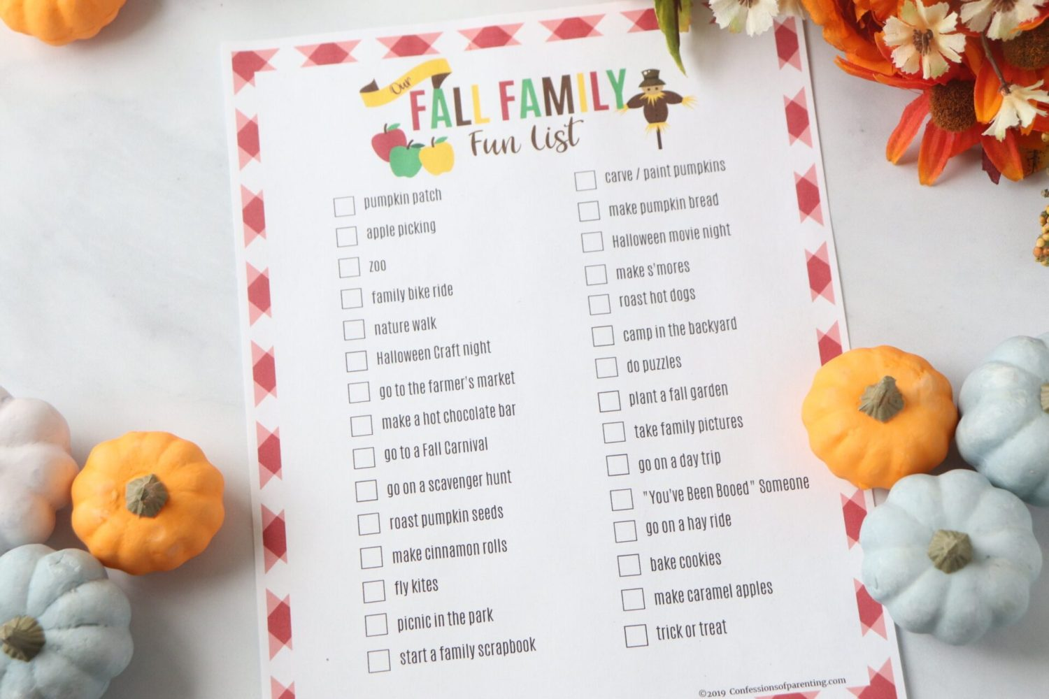 Sharing 30 fun and inexpensive fall family activities to help you celebrate fall with your family and create life long memories doing it! + Free Printable!