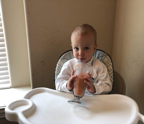 Looking for an alternative to the traditional spoon feeding route for your baby? This guide to baby led weaning is a comprehensive guide as to what is baby led weaning and everything you need to know as you and your baby explore the world of solid foods.