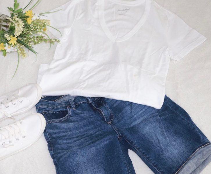 Find the cutest spring outfits for moms here! Help stay up to date on the latest trends and fashions with these spring outfits to fit any mom of any size!