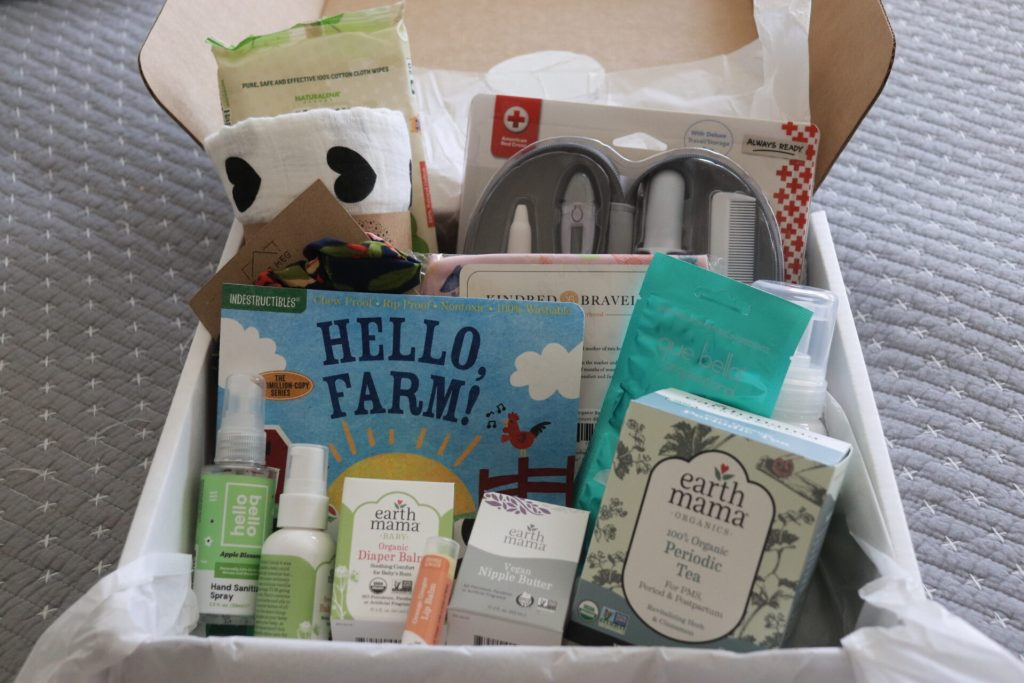 Feeling ill or just don't know what you should have on hand now that you are pregnant? Check out this pregnancy survival kit to figure out your must have pregnancy items!