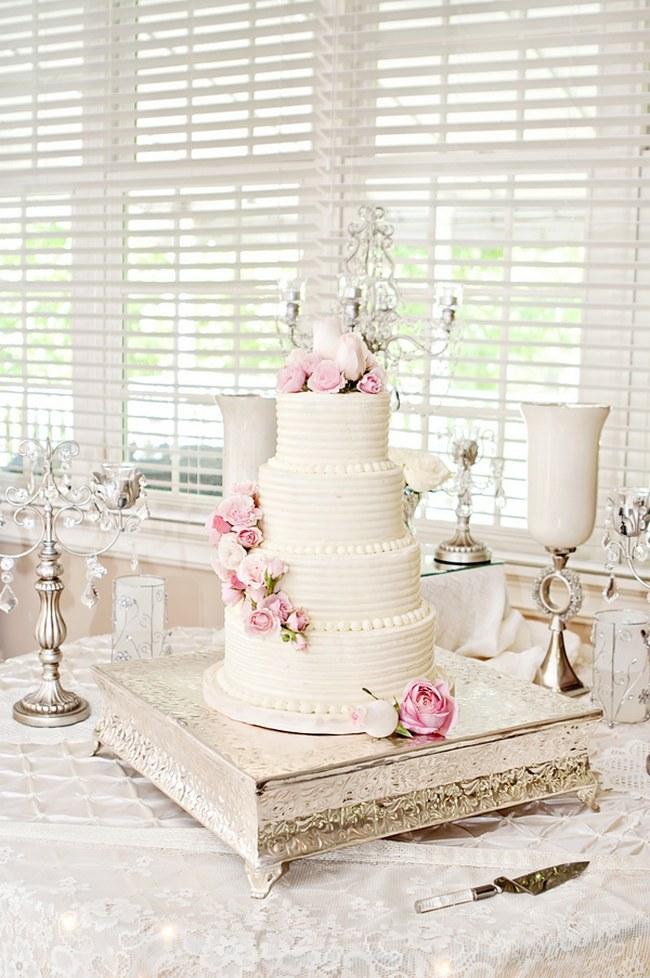 25 Amazing All White Wedding Cakes