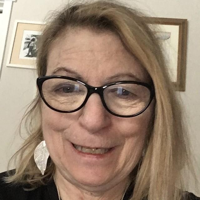 Headshot of Thea Schiller