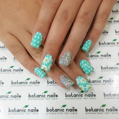 Fashionable manicure with sparkles and glitter: photos, the best ideas 26