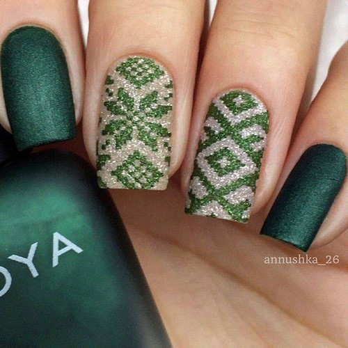 Fashionable manicure with sparkles and glitter: photos, the best ideas 24