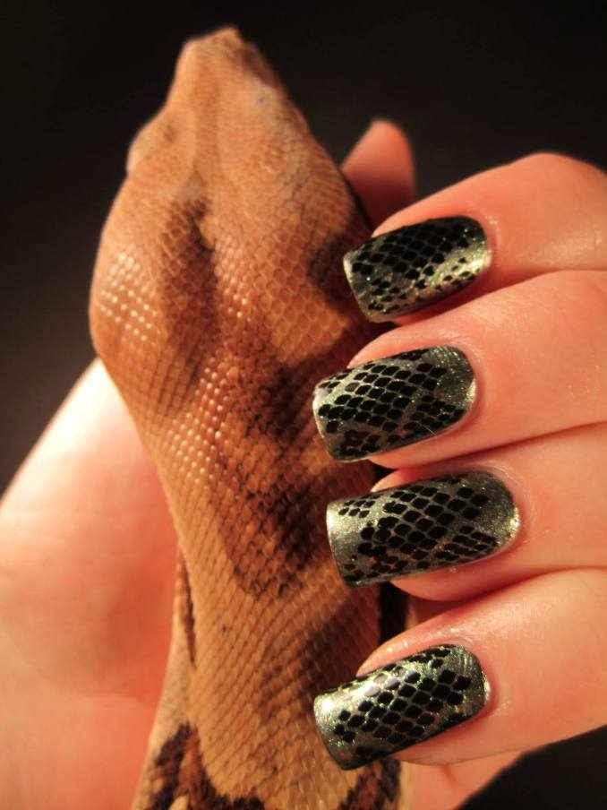 Manicure with a print: options for design 7