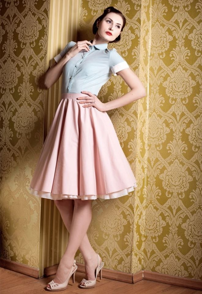 Skirt and hairstyle in retro style.