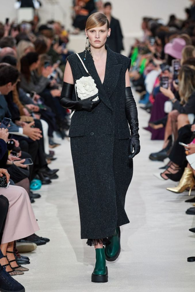 Fashionable sleeveless coat fall-winter 2020-2021 from the Valentino collection