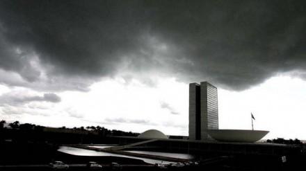Congresso em nuvens negras
