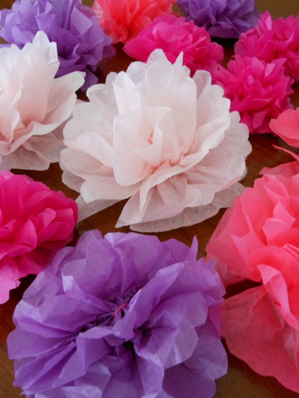 Super easy direction on how to make tissue paper flowers.