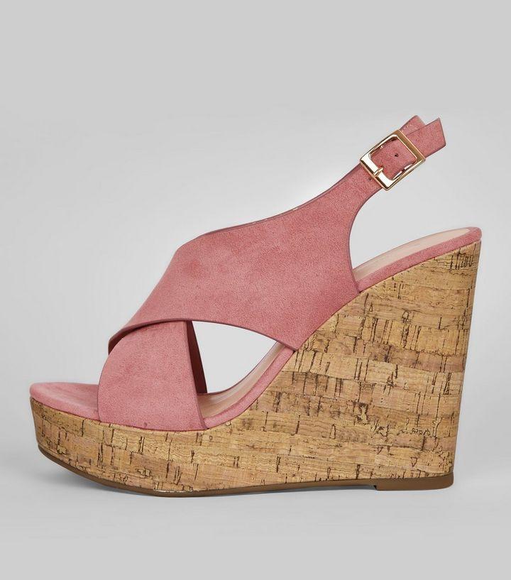 chaussures-à-talons-compensés-en-liège-roses-en-suédine